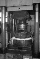 Гидравлический пресс, на котором осуществляется жидкая штамповка